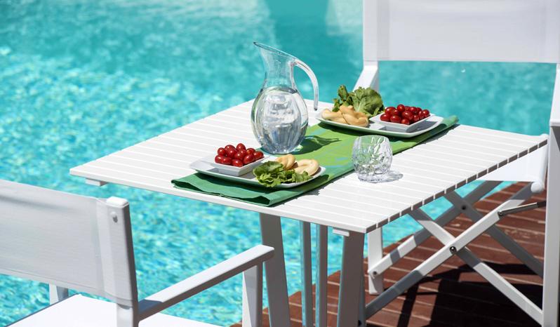 Tavoli E Sedie Alluminio Per Bar.Sedia Regista E Tavoli In Alluminio Per Spiaggia E Piscina